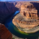 Horseshoe Bend, eine enge Kurve des Colorado-River.